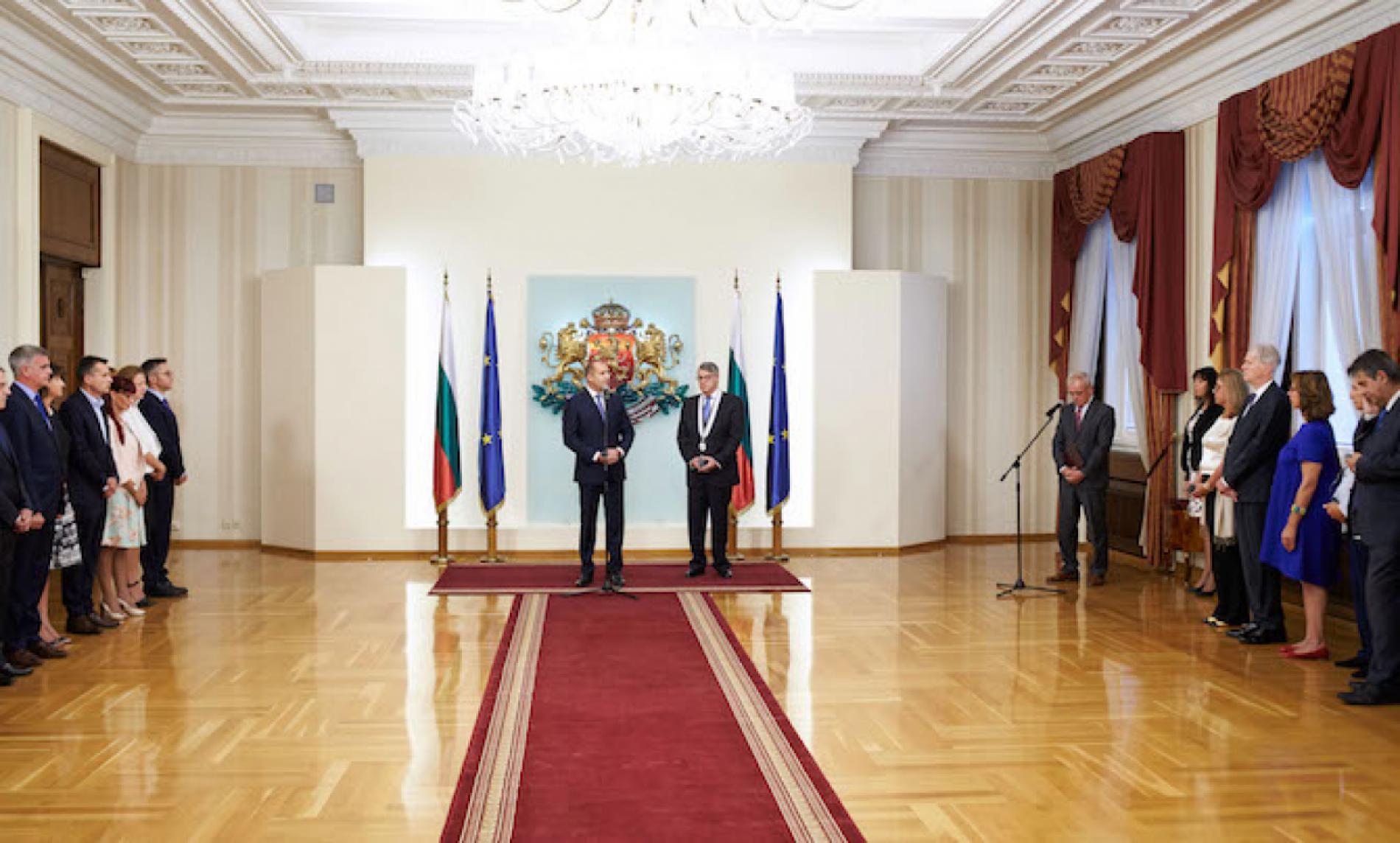 Президент вручил послу Греции орден первой степени