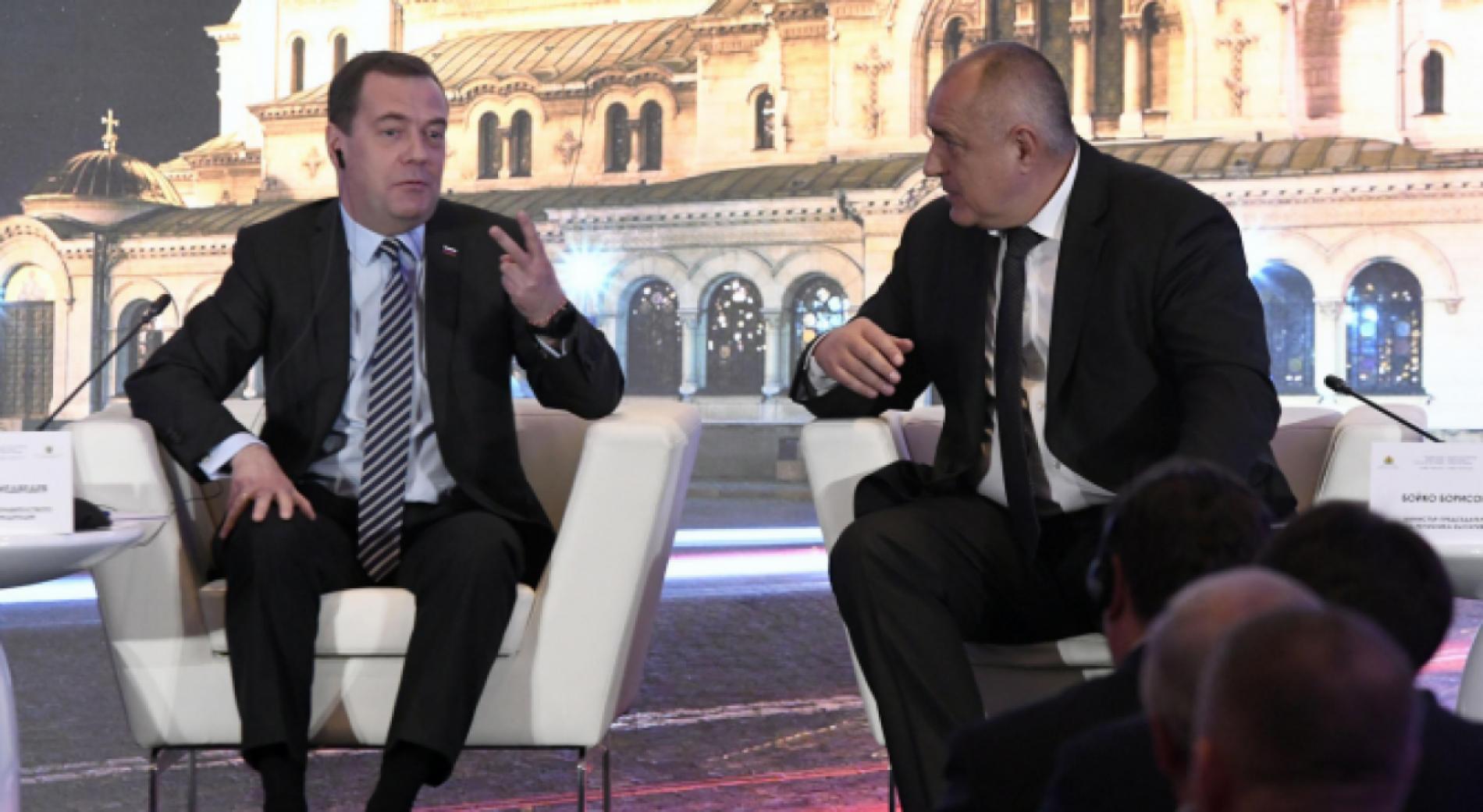 Борисов и Медведев обсудили вопросы поставок туркменского газа