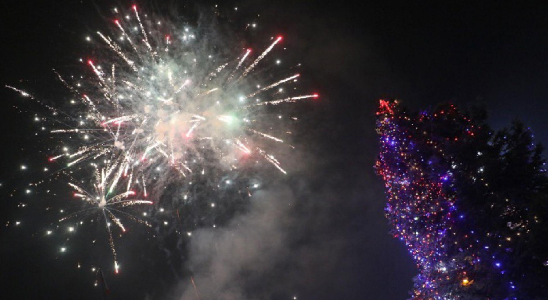 Концерт, лазерное шоу и ледяные скульптуры в канун Нового года в Варне