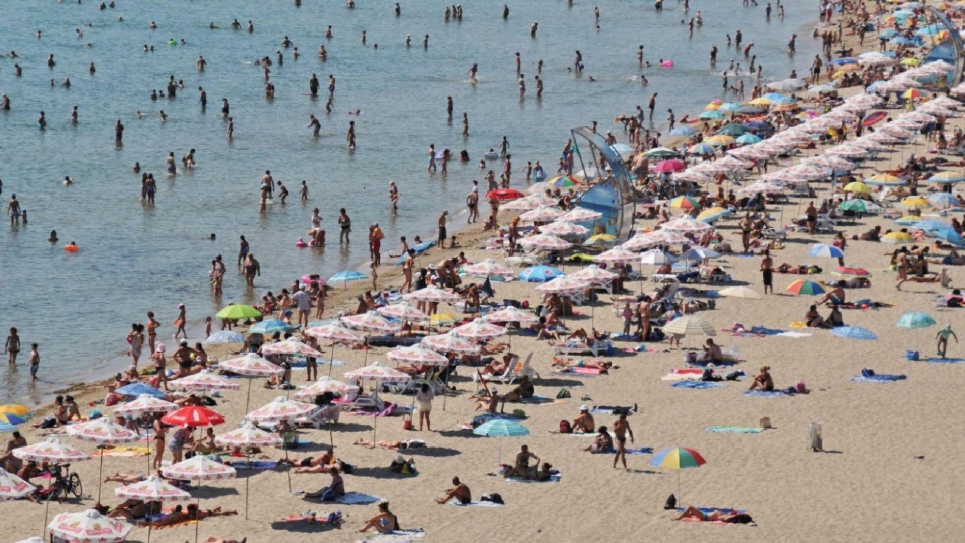 До конца мая зонтики в Святом Власе будут бесплатными.