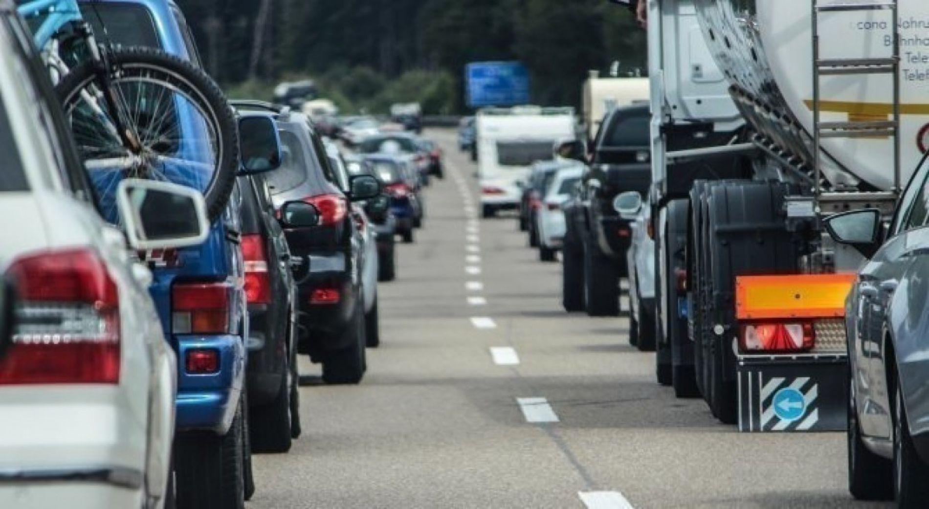 Интенсивное движение автомобилей в трех пограничных пунктах
