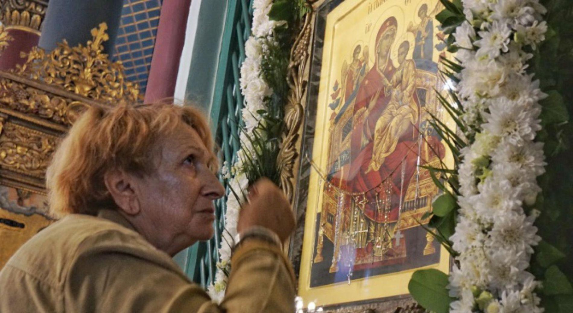 Жители Варны поклонялись иконе, которую они считают чудотворной