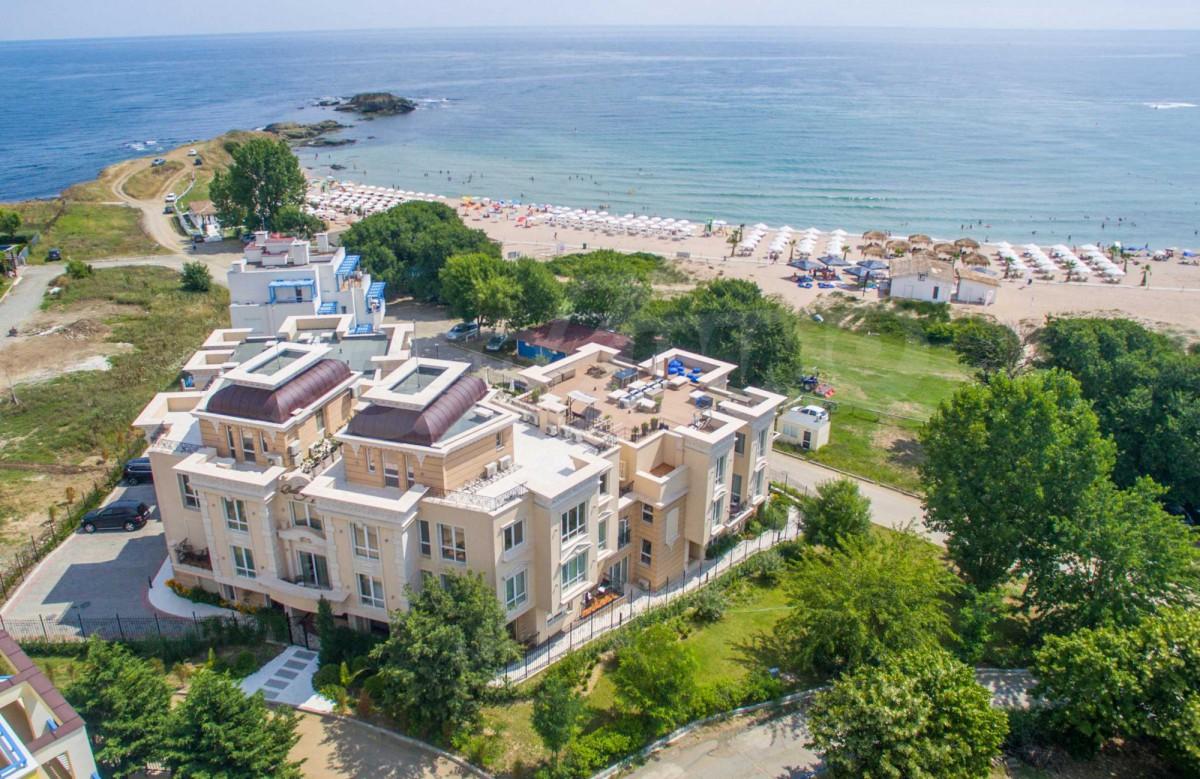 Недвижимость в Лозенец в Болгарии на первой линии от моря