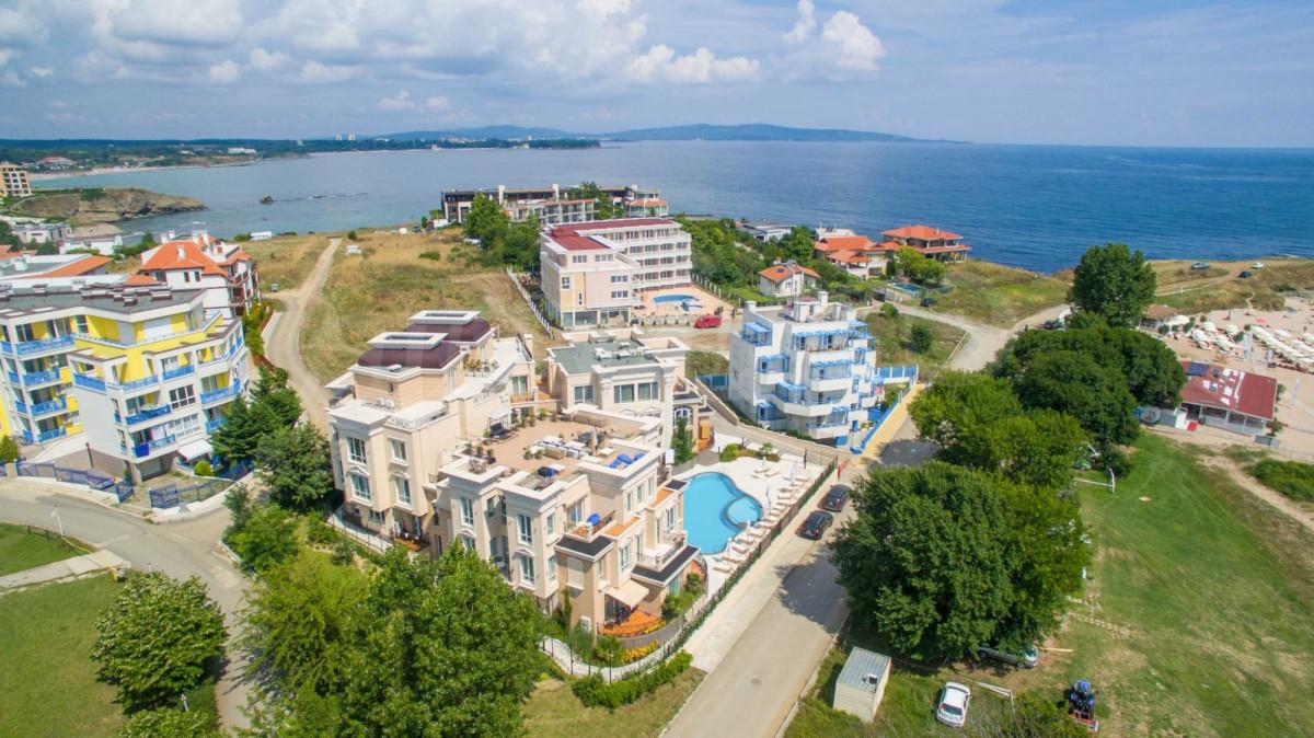 Местоположение комплекса Бель Эпок Амбелиц-Бич в Лозенец в Болгарии