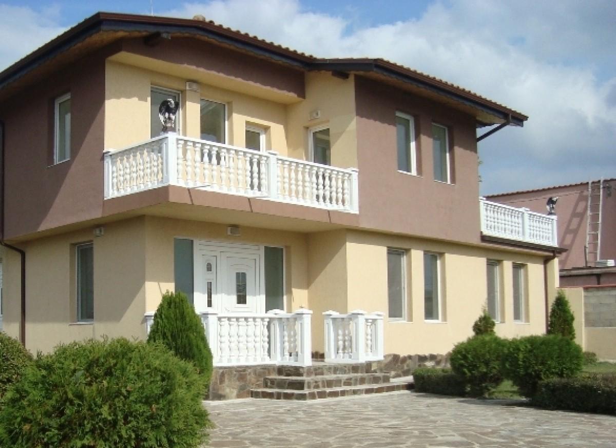 Самостоятельный дом с участком в Варне Болгария