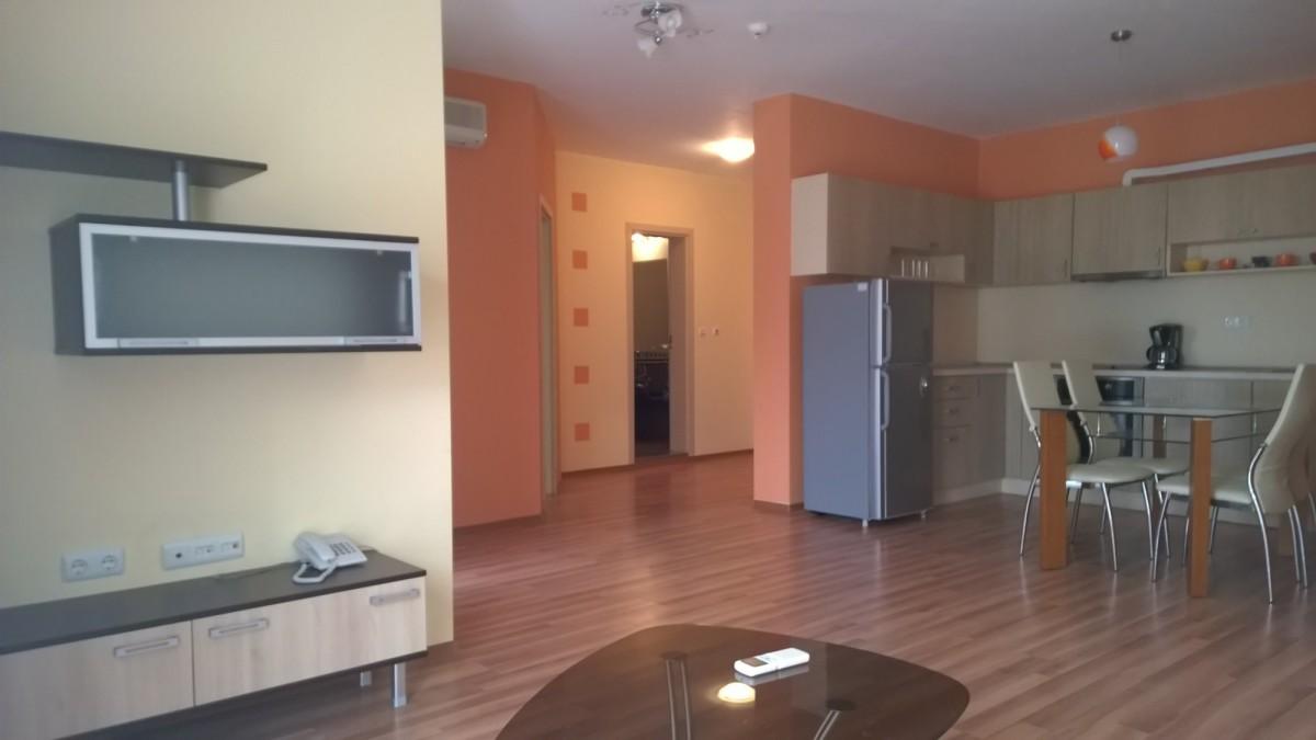 Двухкомнатная квартира в Аквамарин на Золотых песках Болгария