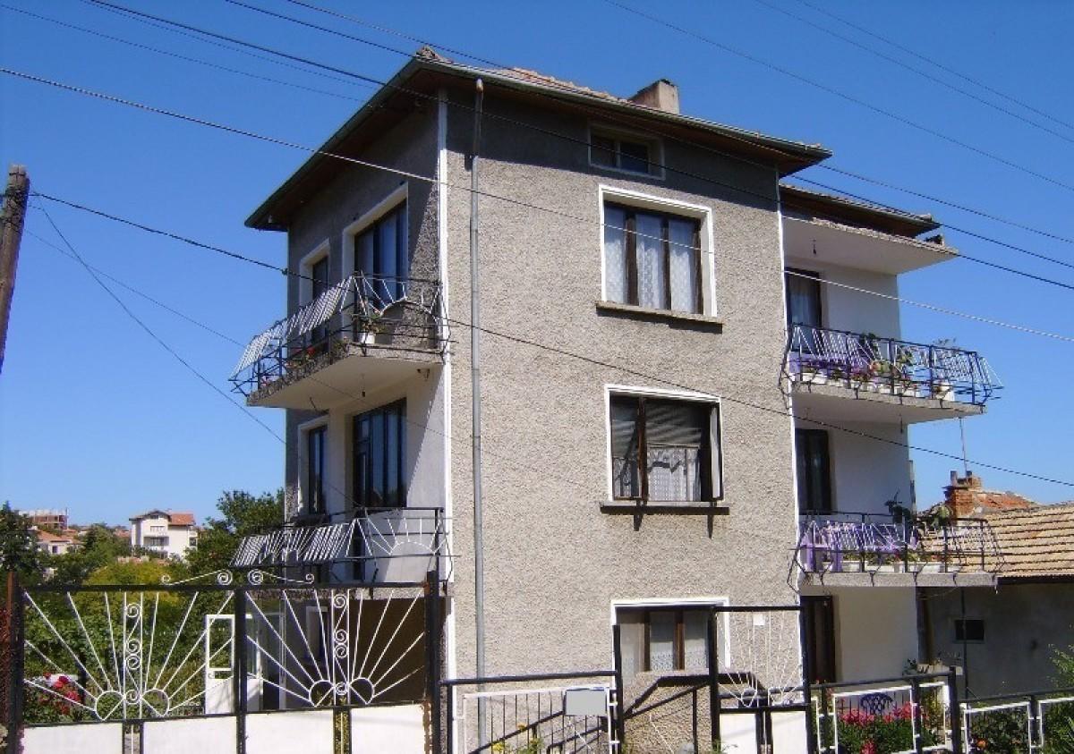 Самостоятельный дом с участком в Бяла Болгария