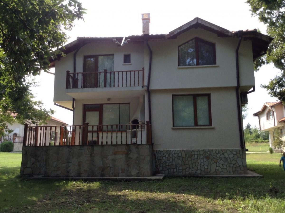 Двухэтажный дом в закрытом комплексе в Варнинской области Болгария