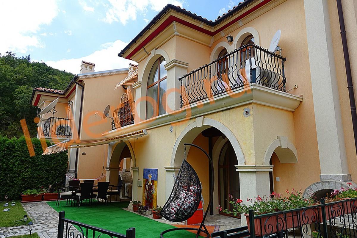 Отдельный дом в комплексе Вилла Романа в Елените в Болгарии
