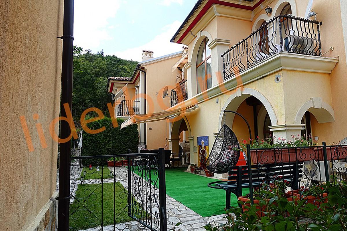 Инфраструктура домика в Вилле Романа в Елените в Болгарии