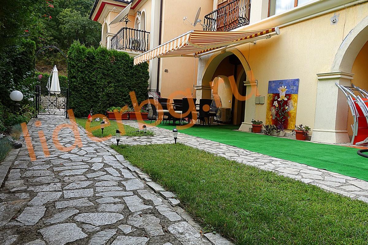 Хорошо поддержанная вилла Романа в Елените в Болгарии
