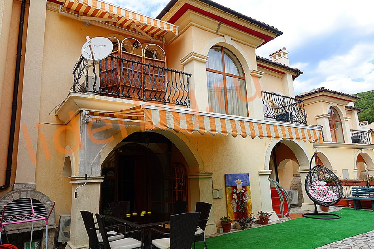 Вилла из 7 комнат в Вилла Романа в Елените в Болгарии