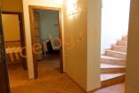 Лестница на второй этаж в Вилла Романа в Елените в Болгарии