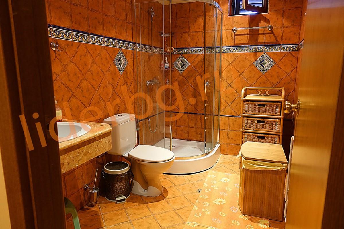 Санитарный узел на первом этаже в Вилла Романа в Елените в Болгарии