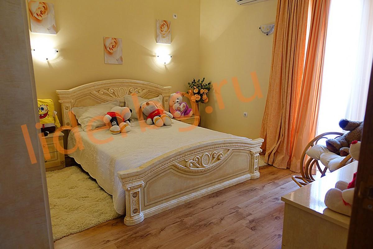 Уютная светлая спальня на втором этаже в Вилла Романа в Елените в Болгарии