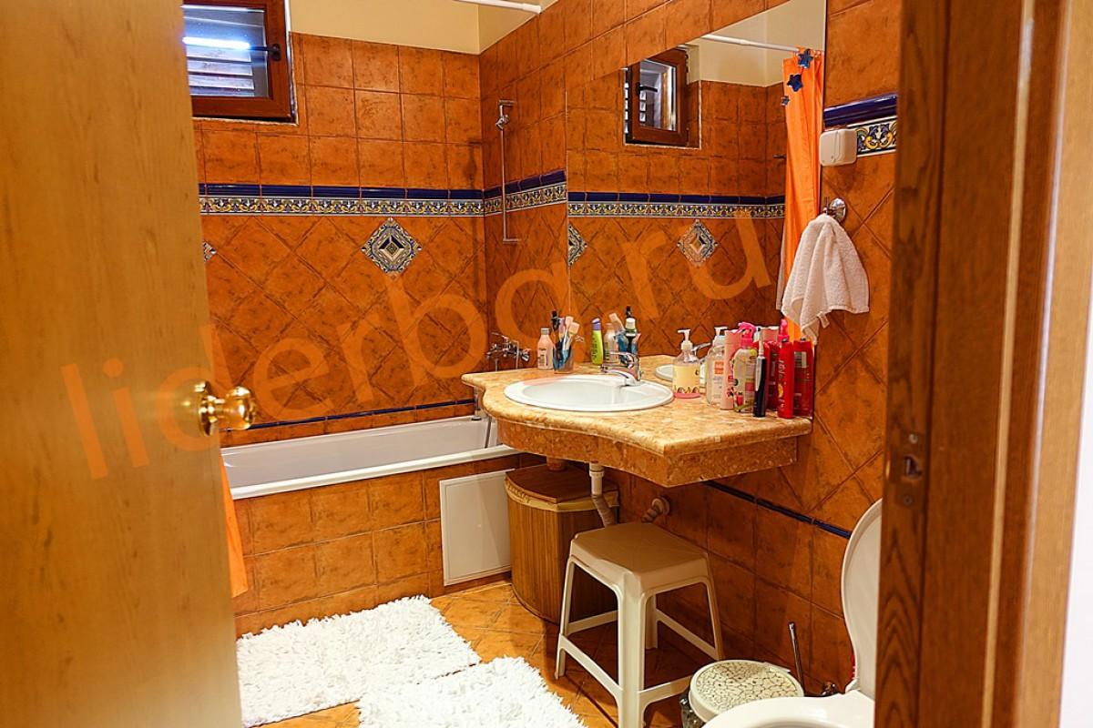 Третий санитарый узел на втором этаже в Вилла Романа в Елените в Болгарии