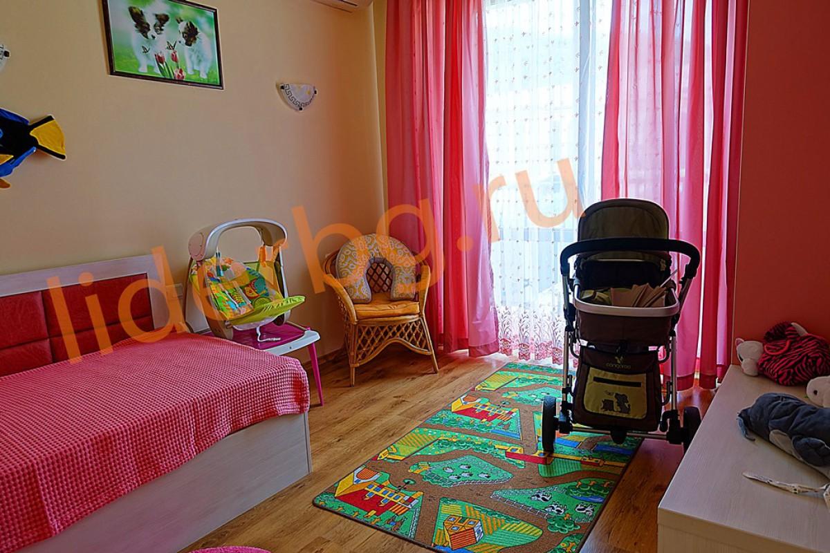 Детская комната в розовом цвете в Вилла Романа в Елените в Болгарии