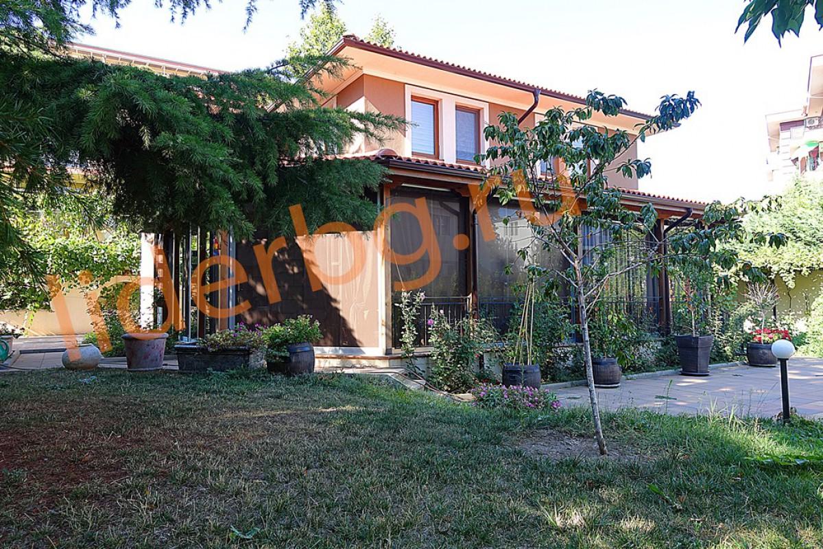 Дом в Равде Болгария-1 этаж: холл-кухня, кабинет, прихожая, ванная, кладовая, большая веранда