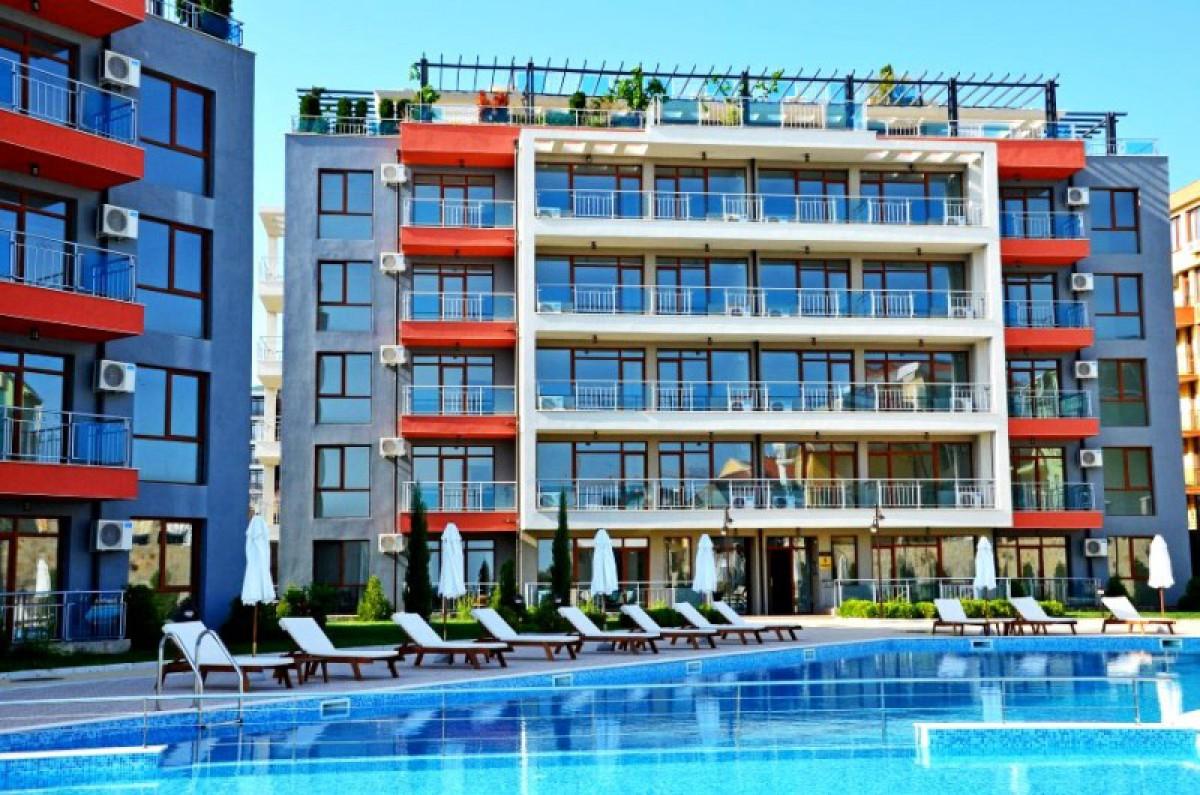 Однокомнатные квартиры с видом на море в Святом Власе на первой линии