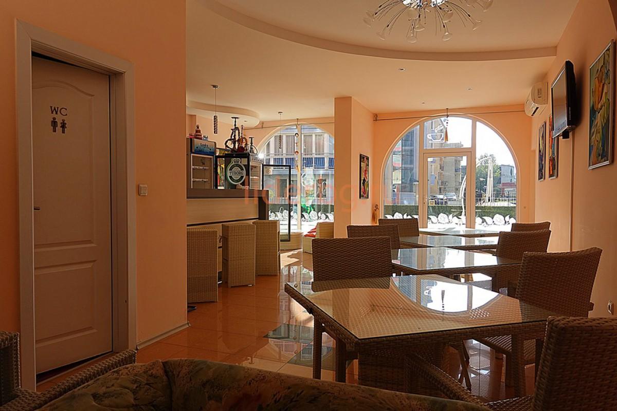Зона отдыха в комплексе Роуз Гарденс на  Солнечном берегу  в Болгария