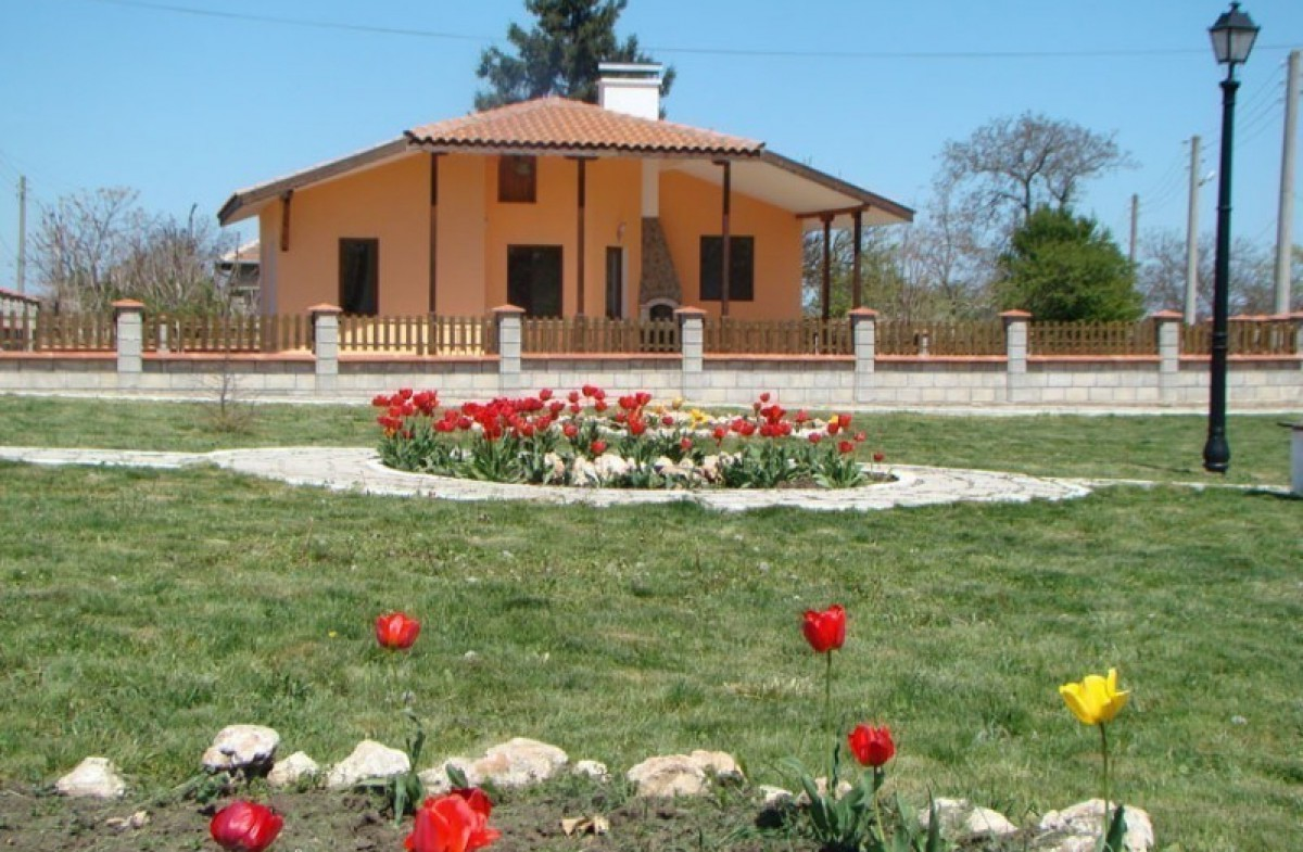 Самостоятельный дом с участком в Балчик Болгария
