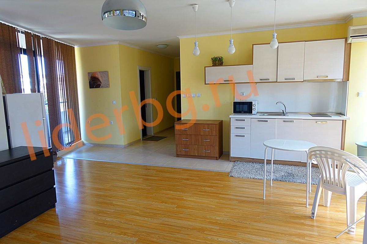 Необычная планировка гостиной комнаты в двухкомнатной квартире в комплексе Бумеранг на Солнечном берегу в Болгарии