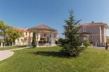 Территория комплекса Виктория Хилл в Поморие Болгария
