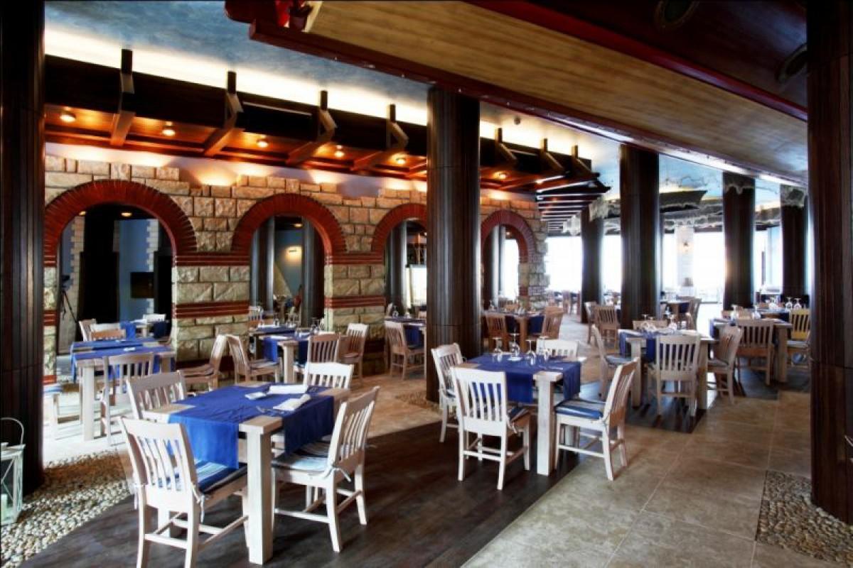 Ресторан в комплексе Оазис Резорт СПА в Лозенец Болгария