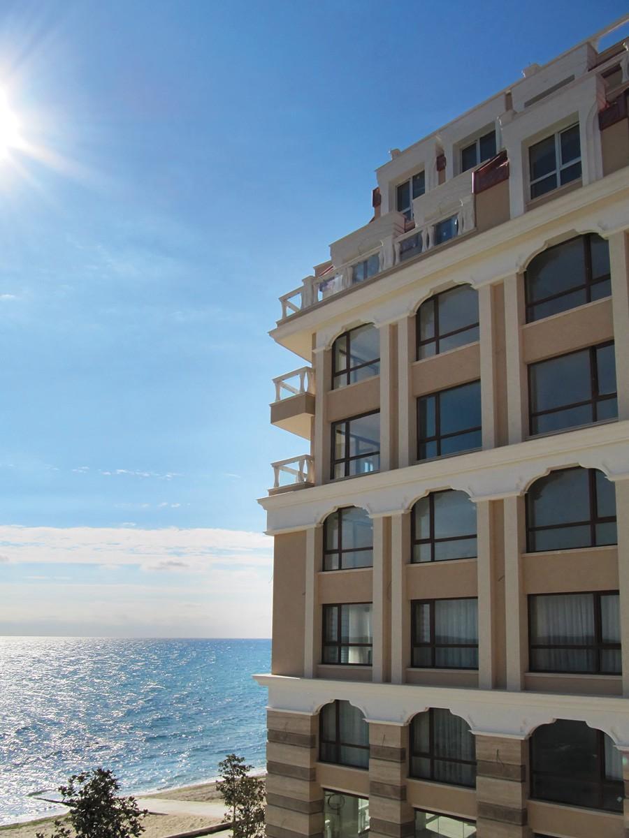 Апартаменты на первой линии Золотые пески Болгария комплекс Ля Мер