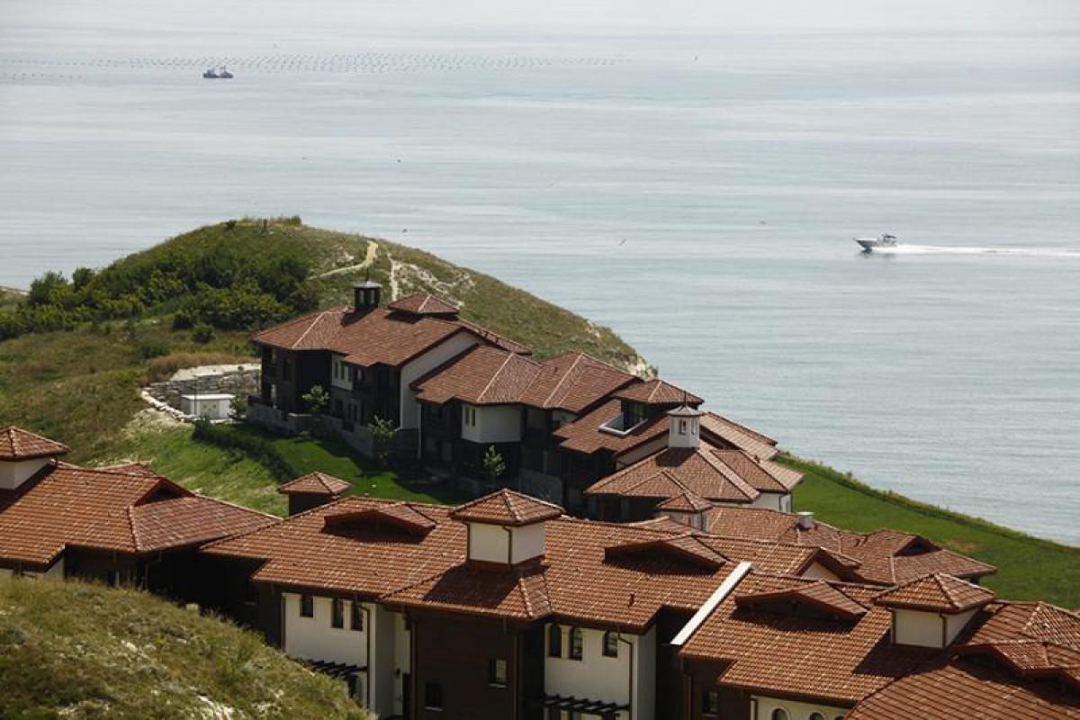 Люкс недвижимость в Болгарии в Каварне в Thracian Cliffs Golf & Beach Resort