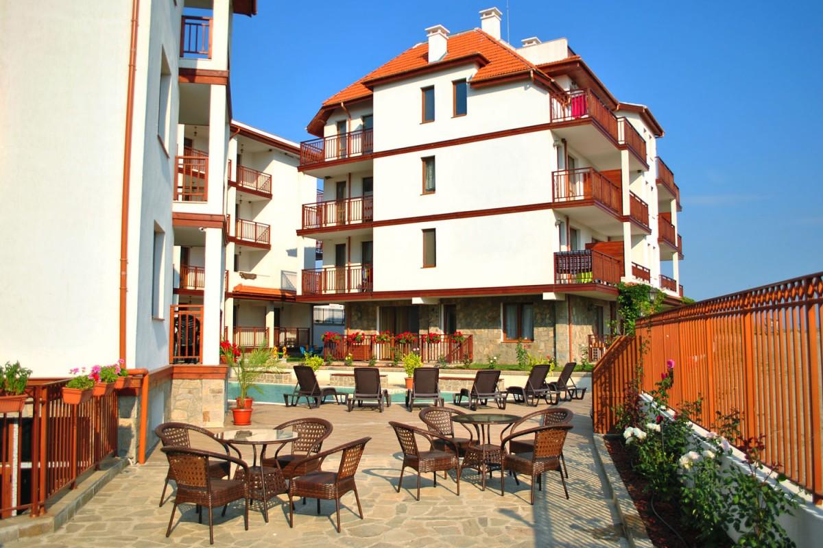 Территория комплекса Мохито Клуб в Лозенец в Болгарии