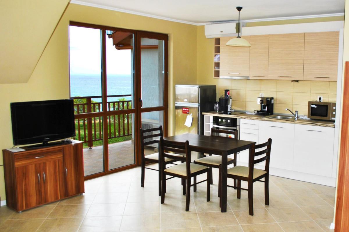 Кухонная зона в квартире комплекса Мохита Клуб в Болгарии
