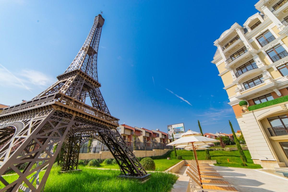 Эйфелева башня в комплексе Романс Париж в Святом Власе