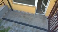 Балкон в недорогой студии жилого дома в Равде в Болгарии