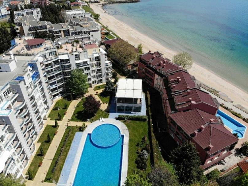 Комплекс Оазис-Ключи от моря в Равде Болгария