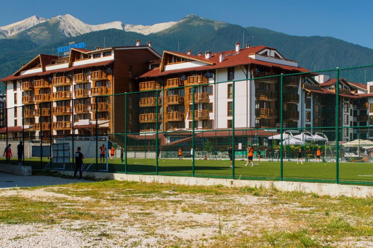 Горы вокруг комплекса Бельведере Холидей Клуб в Банско Болгария