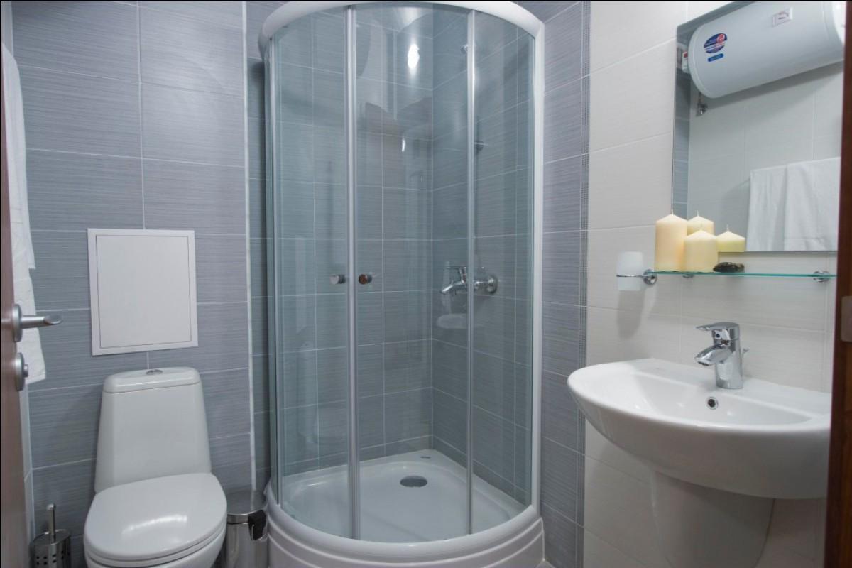 Оборудованный санитарный узел в квартире комплекса Бельведере Холидей Клуб в Банско в Болгарии